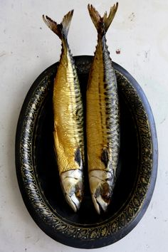 Sardines a due Fish Recipes, Healthy Recipes, Healthy Food, Smoked Mackerel, In Natura, Smoked Fish, Fish Design, Fish Art, Fish Dishes