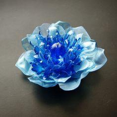 PET brooch blue střapatka