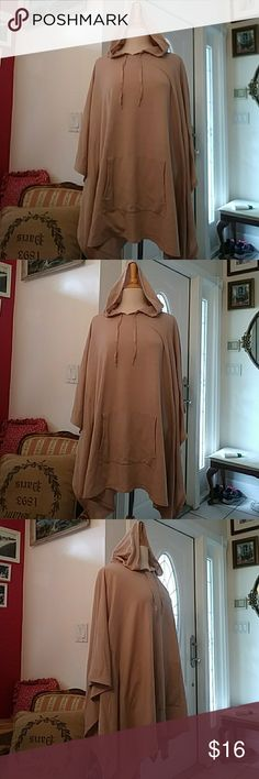 🍁🌿CUDDLE DUDS Sharkbite Poncho with Pocket🌿🍁 🍁🌿EUC-UBER-SOFT Poncho by CUDDLE DUDS🌿🍁2X/3X🍁🌿Excellent Condition. Sharkbite Hem. Large Kangaroo Pocket. Natural. Sewn arm openings. Worn once.Questions? Please ask. Respectful offers Welcomed. Low Ball Offers will be Declined. CUDDLE DUDS Jackets & Coats Capes