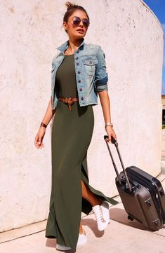 Comfortable from day to night and beyond, your easy pullover maxi dress is detailed with an apron neckline, seamed bust and two leg-baring side slits. Look Fashion, Fashion Outfits, Womens Fashion, Maxi Outfits, Summer Maxi Dress Outfit, Dress Fashion, Classy Outfits, Stylish Outfits, Look Boho