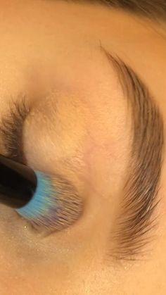 Edgy Makeup, Eye Makeup Art, Skin Makeup, Eyeshadow Makeup, Makeup Brushes, Retro Eye Makeup, Mua Lipstick, Creative Eye Makeup, Colorful Eye Makeup