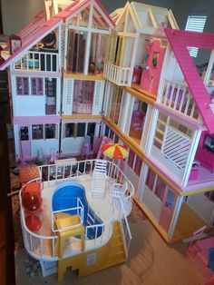 ... Working on a vintage Barbie Dream House redo. Work in progress : Backyard/backside