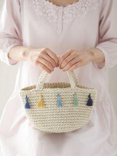 かわいいちょこんとサイズの、手編みのかごバッグ。/夏の手編みかごバッグ(「はんど&はあと」2012年7月号)