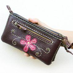 9081e0f533 Wristlet wallet Purple Hands