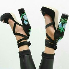embroidered heel black sandals