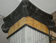 Finto marmo nero Marquina, giallo Mori, tecnica acrilica su gesso. Particolare