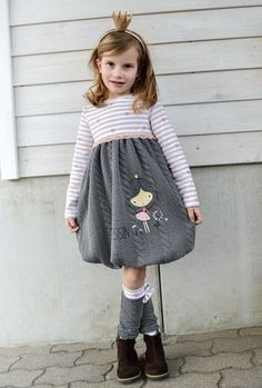 Sewing pattern balloon dress Marie by FeeFee- Schnittmuster Ballonkleid Marie von FeeFee Sew a balloon dress with the pattern balloon dress Marie - Toddler Girl Style, Toddler Girl Outfits, Kids Outfits, Baby Girl Fashion, Fashion Kids, Toddler Fashion, Baby Dress Patterns, Sewing Patterns For Kids, Pattern Sewing