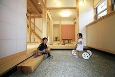 土間のある家 優しい木の家でシンプルに暮らす 漆喰と木の