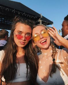 may // galpals Vsco Pictures, Poses For Pictures, Bff Pictures, Cute Photos, Best Friend Pictures, Friend Photos, Best Friend Photography, Emma Chamberlain, Best Friend Goals