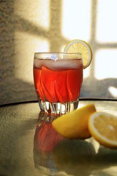 Whiskey Sour with a twist - ein Muss für dieses Whiskey-Girl! - Tellis Lott Whiskey Sour with a twist - a must try for this whiskey girl! Whiskey Sour with a twist - ein Muss für dieses Whiskey-Girl! Whiskey Sour, Whiskey Girl, Whiskey Drinks, Bourbon, Whiskey Ginger, Fun Cocktails, Cocktail Drinks, Fun Drinks, Yummy Drinks
