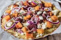 Cauliflower Pizza with Carpaccio, Butternut and Ricotta - Make delicious beef recipes easy, for any occasion Cauliflower Pizza, Ricotta, Food Styling, Cobb Salad, Beef Recipes, Easy Meals, Cheese, Meat Recipes, Quick Easy Meals
