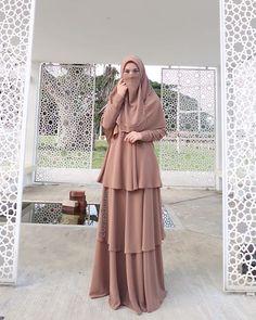"alam subuh ❤ --- Sayyidina Abu Hurairah r.anhu meriwayatkan bahawa Nabi ﷺ bersabda , ""Di sisi Allah swt tidak ada sesuatu yang lebih mulia Casual Hijab Outfit, Hijab Dress, Dress Outfits, Dresses, Modest Fashion, Hijab Fashion, Muslimah Clothing, Moslem Fashion, Hijab Niqab"