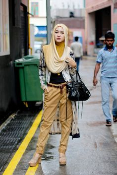When you want to get a hijab be sure that it matches your outfit. Hijab is a crucial part of Islamic clothing for ladies. Arabic techniques to wear hijab is the optimal/optimally choice and additionally quite popular. Hijab and hijab… Continue Reading → Blackpink Airport Fashion, Street Hijab Fashion, Modest Outfits, Modest Fashion, Cool Outfits, Style Fashion, Fashion Black, Fasion, Fashion Dresses