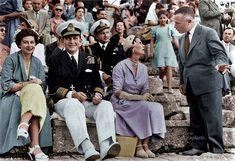 Αρχαία Επίδαυρος, δεκαετία 1950. Το βασιλικό ζεύγος της Ελλάδος σε παράσταση στο αρχαίο θέατρο, στα δεξιά ο Σοφοκλής Βενιζέλος συνομιλεί με την πριγκίπισσα Ελένη. Royal Jewels, Parents, Couple Photos, Couples, Dads, Couple Shots, Raising Kids, Couple Photography, Couple
