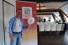 Unser gutgelaunter Eventmanager S. Roe Buchholzer, der sich über Full House in Hamburg freut.