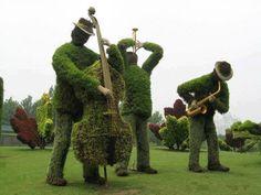 GARDEN ART: A topiary perspective on band playing musical instruments. Topiary Garden, Garden Art, Garden Design, Topiaries, Music Garden, Topiary Plants, Green Garden, Shade Garden, Formal Gardens