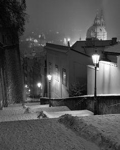 #lessertown #malastrana #hradcany #prague #praha #prag #praga #cz #czechrepublic #ceskarepublika #bw #cesko #blackandwhitephotography #monochrome #bwphoto #prahaeu #pragueworld #wonderful_prague #insta_prague #instaprague #winter #instagood #snow #topeuropephoto #davidsedivyphotos #davidsedivy