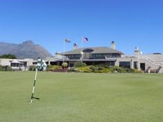 With a Modern clubhouse, Mowbray Golf Club offers all the facilities like golf carts, pro shop, locker rooms, halfway houses and bars.
