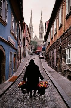 """fotojournalismus: """" Flower vendor, Zagreb, Croatia, Photo by Steve McCurry """" Steve Mccurry, Albania, Pula Croatia, Croatia 2016, Dubrovnik Split, Places To Travel, Places To See, Vacation Places, Avignon France"""