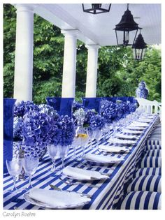 Interior Design Ideas: 12 Blue and White Rooms Table Rose, Beautiful Table Settings, White Rooms, Deco Table, Decoration Table, White Decor, Place Settings, Red White Blue, Outdoor Dining