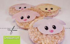 Traktatie rijstwafel lammetjes | met gratis print voorbeeld | Healthy lambs rice cake treat | with free printable | Smikkels.nl