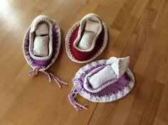 www.familius.de Ein kleines Puppenbett, dass sich schnell in ein Zaubersäckchen verwandelt. Mit 100g bis 150g Wolle, einer Häkelnadel und ein wenig Zeit, ist...