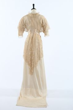 A tapelace appliqued and ivory silk bridal gown circa 1914. A tapelace appliqued and ivory silk bridal gown circa 1914. bust approx 81cm, 32in; together with a silk damask bodice c.1900, two Edwardian silk skirts, one trimmed with illustration Duchesse, and a long satin bridal train (5). - See more at: http://kerrytaylorauctions.com/one-item/?id=145&sub=%20&auctionid=416#sthash.ko0mmntY.dpuf