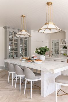Kitchen interior design – Home Decor Interior Designs Kitchen Interior, Kitchen Decor, Alice Lane Home, Home Luxury, Bronze Kitchen, White Marble Kitchen, Natural Wood Flooring, Paint Colors For Home, Flooring Options