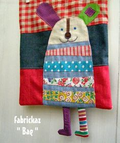 Critter bag - inspiration only - the site is very hard to navigate and doesn't translate. There are no other pictures of this little guy. Hopefully my pin doesn't go to the main page like everybody else's! Fabric Purses, Fabric Bags, Fabric Dolls, Fabric Scraps, Sewing To Sell, Sewing For Kids, Diy Embroidery, Kids Bags, Knitted Bags