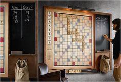 Laten die spelletjesavonden maar komen! We kunnen wel een aantal classics, zoals Rummikub en Mens Erger Je Niet, verzinnen die cool zijn, maar de enige échte klassieker is toch wel Scrabble. Heerlijk een avond met woorden knutselen. Iets wat wij het liefst dagelijks doen. Maar dan geen gewoon potje Scrabblen op het klassieke bord uit […]
