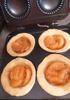 Pam's Midwest Kitchen Korner: Mini Pies ~ Blueberry & Apple Too Mini Pie Recipes, Apple Recipes, Sweet Recipes, Dessert Recipes, Yummy Recipes, Mini Apple Pies, Mini Pies, Sunbeam Pie Maker, Breville Pie Maker
