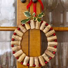 EXTRAORDINARY CHRISTMAS ORNAMENTS FOR ECO-FRIENDLY LIVING ROOM DECORATION THEME