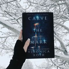 Right now I'm heading to the beautiful beach in Santa Monica and it's funny because I took this picture right before I left home. Not going to lie I'm not really missing the snow right now !!! . This is a small spoiler for the January @litjoycrate because the book include was Carve the Mark by Veronica Roth and this beautiful fingerless gloves were also included in the box!!! I'll be posting the full unboxing later this week but guys it was awesome!!! The theme for February's box is fi...