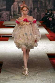 Christian Lacroix Haute Couture Spring-Summer 2006 by… Valentino Couture, Dior Haute Couture, Couture Fashion, Runway Fashion, Christian Lacroix, Love Fashion, High Fashion, Fashion Show, Fashion Outfits