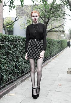 Uk Fashion, Grunge Fashion, Olivia Emily, Looks Dark, Hot Goth Girls, Vintage Goth, Pantyhose Outfits, Beautiful Young Lady, All Black Outfit