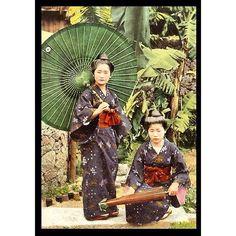A photo of Okinawa girls from T. Enami's collection of Japan life during the late 19th century and the beginning of the Meiji Restoration #tenami #EnamiNobukuni #江南信國 #歴史 #日本 #幕府 #幕末 #将軍 #japan #japanesehistory #history #bakufu #bakumatsu #明治時代 #MeijiRestoration #okinawa #沖縄 (by samurai_tamashii)