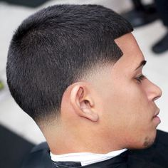 Discover our Top 100 Fade Haircuts for men. From the High Skin to the Taper Fade, this guide offers to you the most amazing Fade Haircuts for man or boy. Show one of these hairstyles to your barber to stay fresh and clean ? Barber Haircuts, Haircuts For Men, Men's Haircuts, Afro Hairstyles, Straight Hairstyles, Tapered Hairstyles, Hairstyle Fade, Medium Hairstyles, Wedding Hairstyles