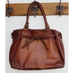 Sac à main urban Vintage camel Balenciaga City Bag, Urban, Vintage Looks, Camel, Shoulder Bag, Bags, Outfit, Fashion, Skinny Rings
