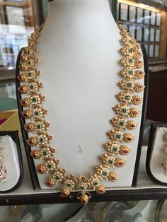 Jewelry Design Earrings, Gold Earrings Designs, Gold Jewellery Design, Womens Jewelry Rings, Bridal Jewelry, Mango Mala, Bridal Jewellery Inspiration, Mango Necklace, Gold Temple Jewellery