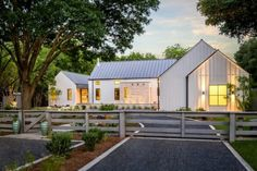 The farmhouse exterior design totally reflects the entire style of the house and the family tradition as well. The modern farmhouse style is not only for Cabinet D Architecture, Farmhouse Architecture, Architecture Design, Studios Architecture, Vernacular Architecture, Minimalist Architecture, Landscape Architecture, Modern Farmhouse Design, Modern Farmhouse Exterior