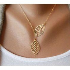 Colgante con hojas doradas
