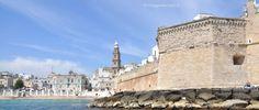Il bastione Babacenere e Monopoli in sfondo vista dal gozzo, #WeAreinPuglia #blogtourMonopoli #Puglia http://www.viaggiaescopri.it/monopoli-mare-non-solo-spiaggia/