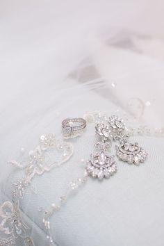 It's all in the details! #weddingjewelry #weddingearrings | Photography: TRU Identity Photography & Designs