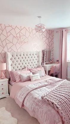 Pink Bedroom Walls, Pink Bedroom Decor, Room Design Bedroom, Bedroom Decor For Teen Girls, Pink Bedrooms, Room Ideas Bedroom, Small Room Bedroom, Modern Teen Bedrooms, Bedroom Ideas For Small Rooms Women