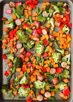 This recipe for One Pan Sausage and Vegetables Meal Prep is a super easy and budget-friendly meal prep recipe for quick meals all week. Is anyone else as totally obsessed with encased meats as I am? I stock up on chicken sausages every time I go to Costco Cooking For A Crowd, Cooking On A Budget, Budget Meals, Budget Recipes, Pan Cooking, Food Budget, Cheap Recipes, Frugal Meals, Chicken Meal Prep