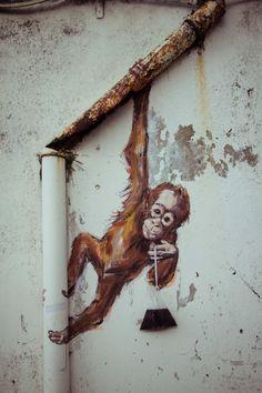 ARTE DE RUA - Ernest Zacharevic - Kuching, Malaysia - new piece street art Urban Street Art, 3d Street Art, Street Art Graffiti, Street Artists, Urban Art, Murals Street Art, Amazing Street Art, Amazing Art, Graffiti Kunst