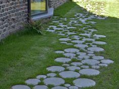 Asian Landscape, Landscape Elements, Landscape Design, Stone Flower Beds, Farm Landscaping, Meditation Garden, Inside Plants, Garden Stepping Stones, Side Garden