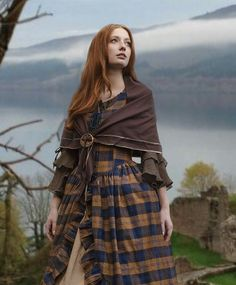 Überkleid Schottin blau-gelb NEW! New fabric in a smaller check and made of cotton! Warning, we haven't finished all the pictures yet, but the overdress is just like the Mac Lane dress. Please take a look at the pictures… Continue Reading → Medieval Dress, Medieval Fashion, Medieval Clothing, Historical Clothing, Celtic Clothing, Scottish Clothing, Medieval Outfits, 3 People Costumes, Costumes For Women