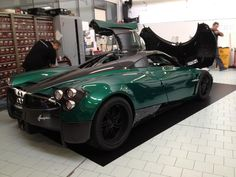 Green Huayra to be delivered