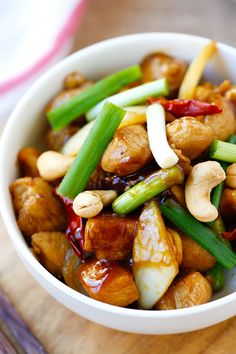 Spicy Cashew Chicken - easy and delicious chicken with cashew nuts with just the right amount of spicy heat. Takes 20 mins to make and much better than takeout | rasamalaysia.com